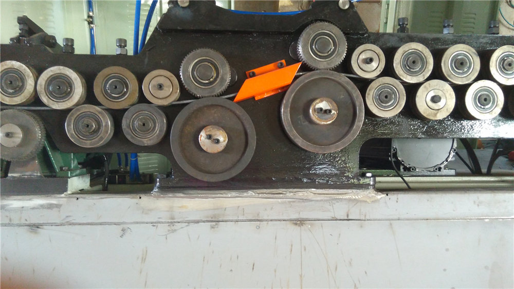 Automatinė maišytuvo lenkimo mašina